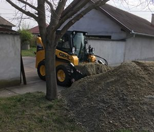 Építőanyag behordása - Fox-Bauker